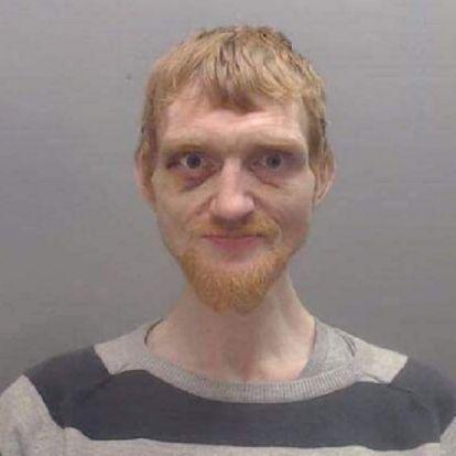 Egy srác Ed Sheerannek adta ki magát, és templomokban játszott fillérekért, most pedig keresi a rendőrség