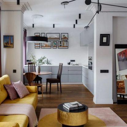 Fiatal nő új építésű lakása sok ablakkal, egy íves sarokkal, érdekes részletekkel – modern, világos berendezés 58m2-en