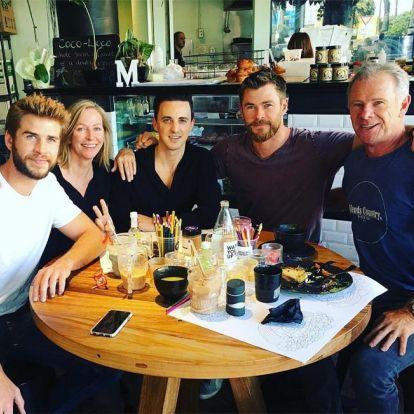 Los padres de Liam Hemsworth están encantados con su relación con Gabriella Brooks