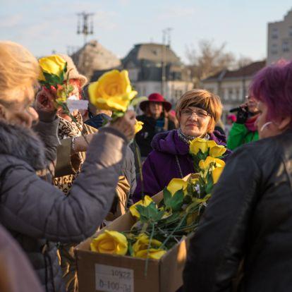Tiszteld a női nemet! – Bulival ünnepelték nőjogi aktivisták március 8-át (Képes beszámoló)