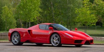 Videó: Michael Schumacher is tesztelte a most eladásra kínált Ferrari Enzót