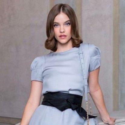 Már fél millió forintba kerül Palvin Barbara Armani ruhája, még licitálhatsz rá