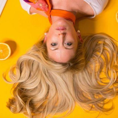 Laza hullámos haj egyszerűen: 15 frizuratipp munkahelyre