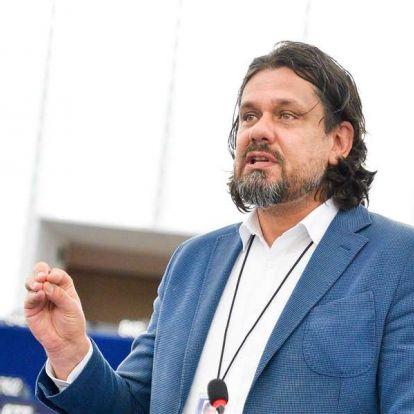 Deutsch: Tusk a falnak ment a Fidesz kizárásával
