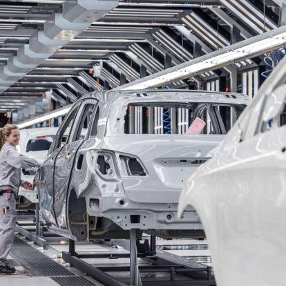 A tervezett két hét helyett négyre áll le a kecskeméti Mercedes-gyár