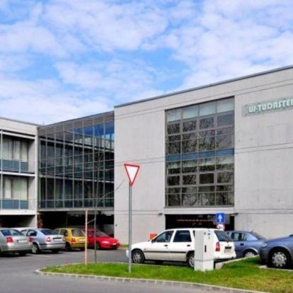 Gondolnak az idős kollégákra a Széchenyi-egyetemen