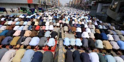 Pakisztánban csak Allahban hisznek, a koronavírusban nem
