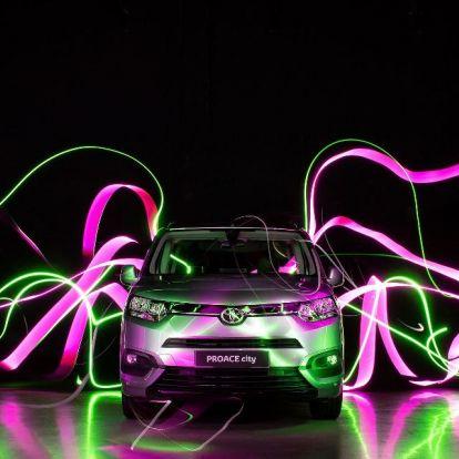 Különleges művészeti projekt főszereplője volt a Toyota Proace Verso