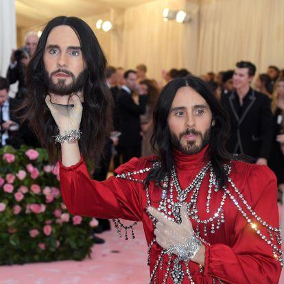 Most lett volna a Met-gála, ami sokkal több, mint őrült ruhák felvonultatása