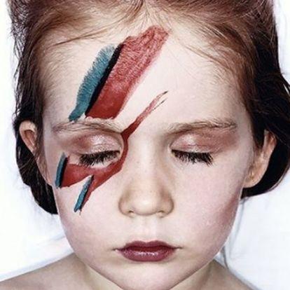 Legendás lemezborítókat fotóz újra egy kislány, saját magával