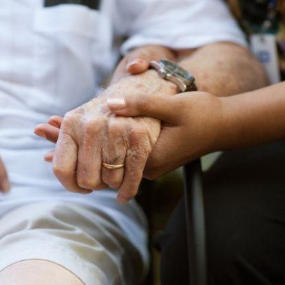 Gyámügyesek fosztogattak időseket – letartóztatások