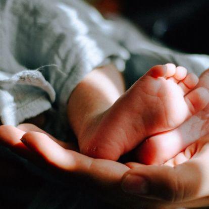 Négy órával a szülés előtt eszmélt rá az ifjú anya, hogy várandós