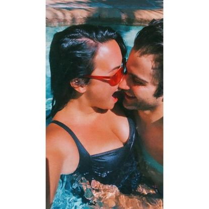 Demi Lovato presume de su 'loco amor' por Max Ehrich