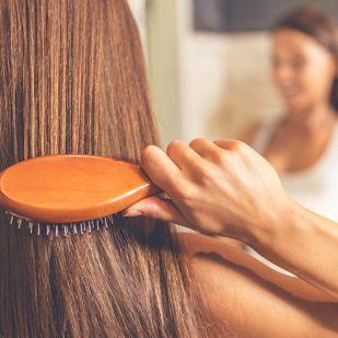 Nem mindegy a hajadnak, milyen a hajkeféd: eláruljuk, melyik típus mire való