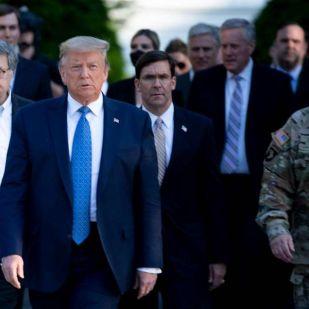 Trump a hadsereggel akarja szétzúzni a tüntetéseket - már keresi a kiskaput