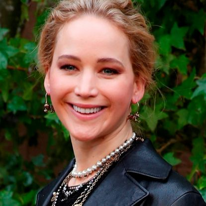 Jennifer Lawrence (aunque dijo que jamás lo haría) se abre cuenta en Twitter y sabemos por qué