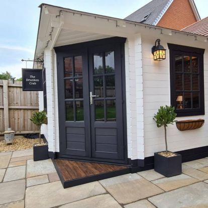 Mini pubot épített a pár az udvarra: elámulsz, milyen lett