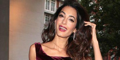 Amal Clooney bemutatja: így viseli stílusosan a farmert egy vagány anyuka