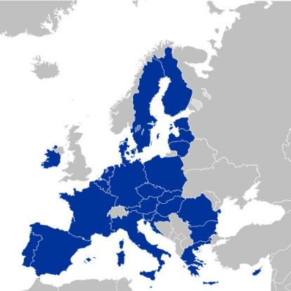 Több oldalról próbálják bekeríteni azokat a tagállamokat, amelyek átlépnek a demokrácián