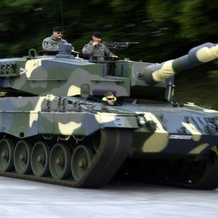 Nézze meg, milyen menő tankokat vett a magyar kormány!
