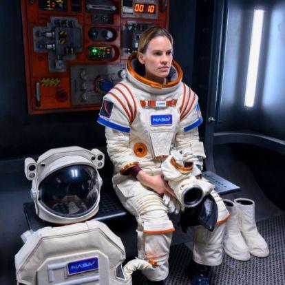 """Hilary Swank, a la conquista de Marte en el tráiler de """"Away"""", la nueva serie espacial de Netflix"""