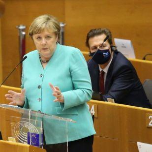 Merkel: Ha Orbán Viktorról van szó, akkor is kiállunk a jogállamiságért