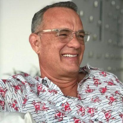 Tom Hanks ezzel a tarisznyarákos inggel bármilyen divathetet megnyerne