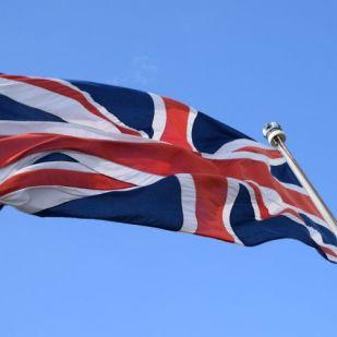 Hatalmas pofon a briteknek – sosem látott zuhanás