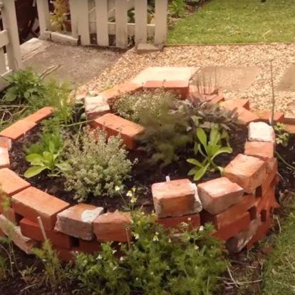 Építs spirál alakú kiskertet a fűszernövényeknek
