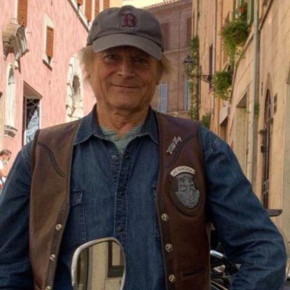 Terence Hill 81 évesen is Harley Davidsont hajt