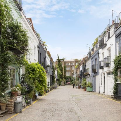Famous London mews house in THAT scene from Love Actually is on sale for £2.75million