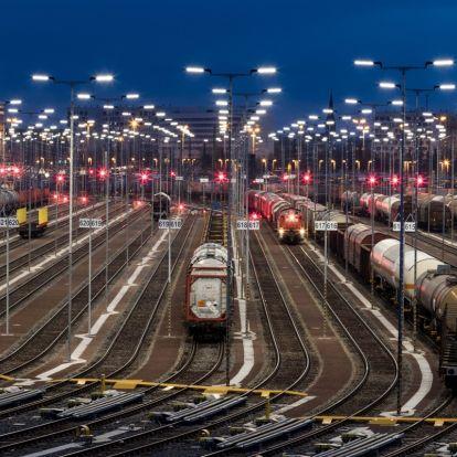 Önműködő kapcsolószerkezeteket tesztelnek európai vasúttársaságok