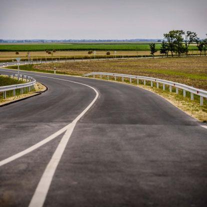 Két kilométernyi földúttal kevesebb lett Magyarország és Ausztria között