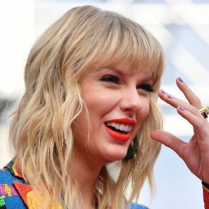 Upsz! Taylor Swift árulta el Blake Lively és Ryan Reynolds harmadik gyermekének a nevét!
