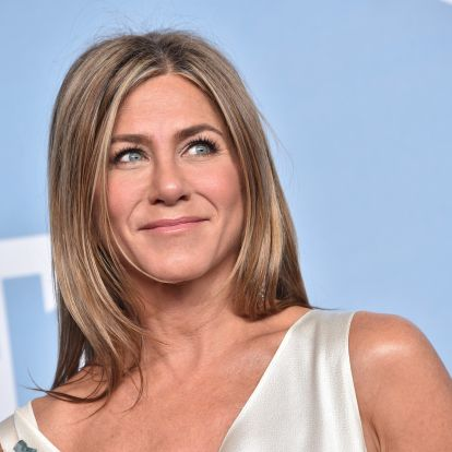Jennifer Aniston's Most Iconic Beauty Looks Include '90s Brows & Bright Pink Lipstick