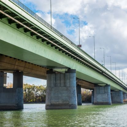 Próbáznak a Deák Ferenc hídon