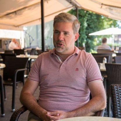 Visszatérni az álmainkhoz - interjú Lóth Balázzsal, a Pesti balhé rendezőjével
