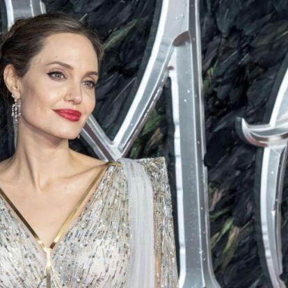 Angelina Jolie is volt ám tini! Sosem látott képek kerültek elő róla