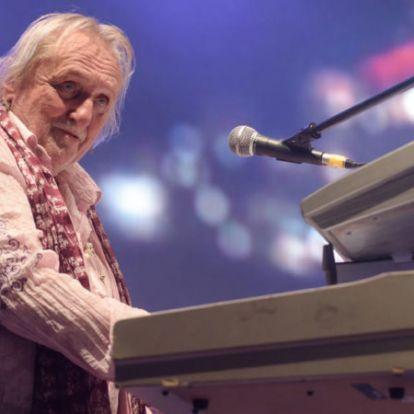 A válságos állapotban lévő Benkő László halálhírét keltették, reagált a zenész családja