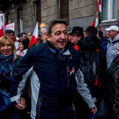 Fideszes képviselőt küldene a bolondok házába Bayer Zsolt