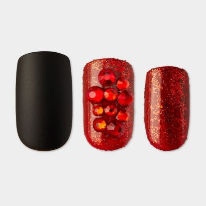 9 Press-On Nails For Halloween That Are Quick, Easy, & Appropriately Spooky