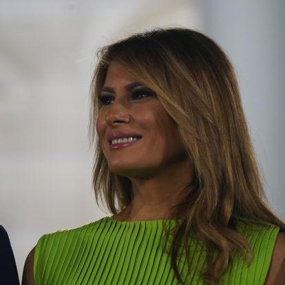Melania Trump zöld ruhájáért megőrülnek a nők, mindenki ilyet akar - Fotó