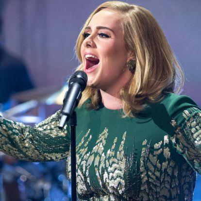 Adele bikiniben mutatta meg szuper alakját