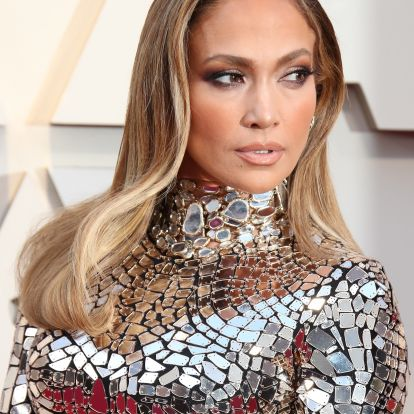 J.Lo's Brown Lipstick Is The Only Fall Shade You Need (& It's So Easy To Copy)