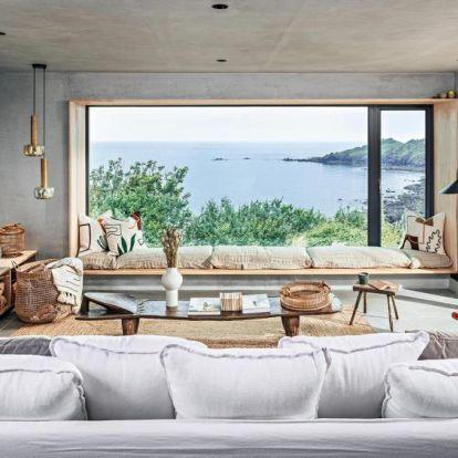 Vadregényes tájakon: ház a tenger felett