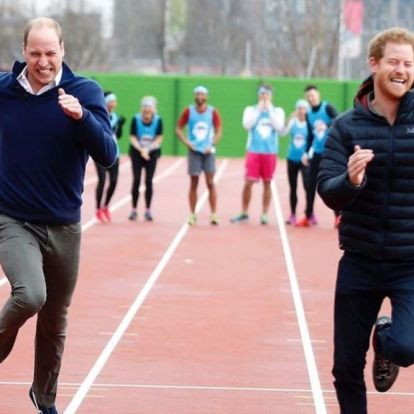 A kommentelők kiakadtak a fotón, amivel Vilmos herceg és Kate Middleton Harry-t köszöntötte