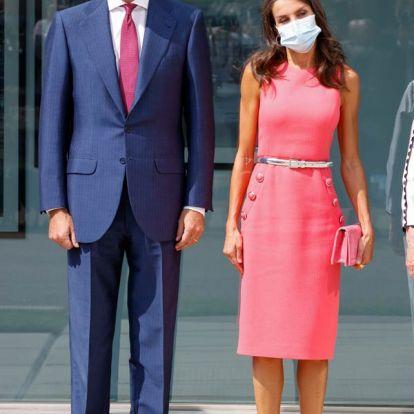 Doña Letizia vuelve a los vestidos entallados y recicla el de su encuentro con Melania Trump