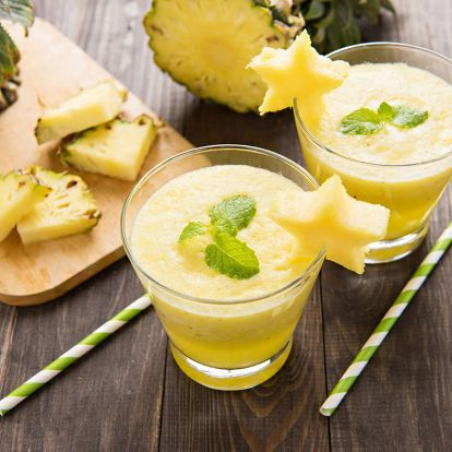 Pár nap alatt segít megszüntetni a kiálló hasat: detox smoothie ananásszal