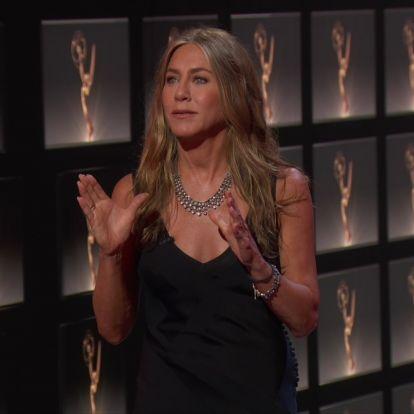 Jennifer Aniston se reúne con sus amigas de Friends en los Emmy... pero Zendaya le gana como mejor actriz