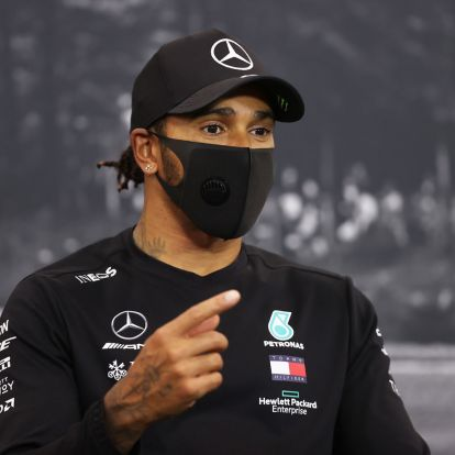 F1: A főnök sem tudja, mikor ír alá Hamilton